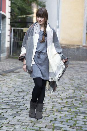 dark brown Emu Australia boots - heather gray asos dress