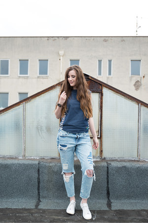 white Converse sneakers - blue H&M jeans