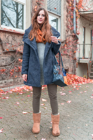 tawny Ugg boots - navy smash coat