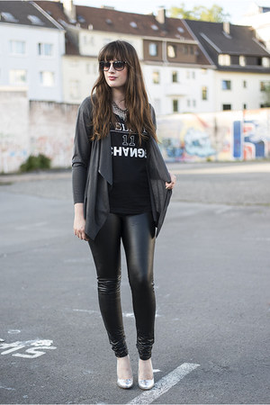 black Vila leggings - black Review shirt