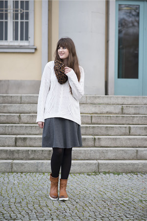 white H&M sweater - tawny Melvin & Hamilto n boots