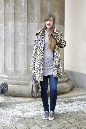 light brown Otto coat - tan Zara sneakers