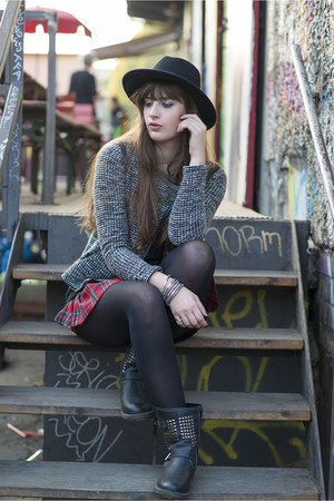 black Primark hat - red Forever 21 skirt