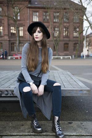 gray Dr Martens boots - black Forever 21 bag