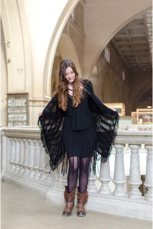 black misterlady cardigan - tawny Sacha boots