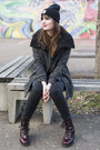 Gray-bershka-coat-black-das-goldene-taxi-hat
