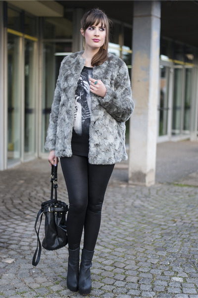 heather gray H&M coat - black Review leggings - black Chicwish bag