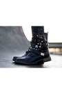 Black-gina-tricot-hat-navy-asos-leggings-black-h-m-vest