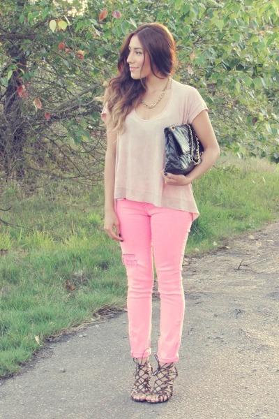 bubble gum Guess jeans - light pink Bar III t-shirt