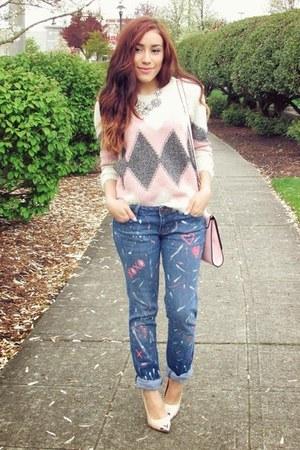 navy jeans - eggshell shirt