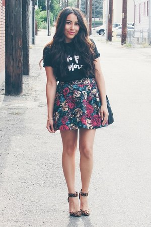 black t-shirt - ruby red floral skirt - brown leopard print pumps