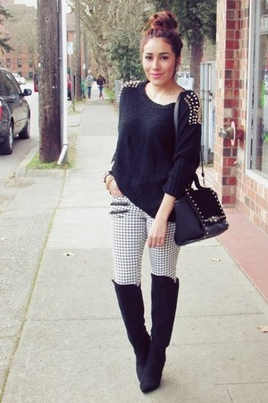 white f21 jeans - black Romwecom jumper