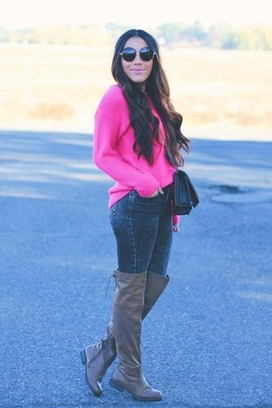 brown AmiClubWear boots - bubble gum sweater