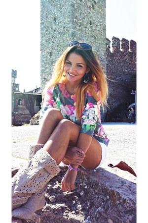 floral print Zara blouse - boots - Alcott shorts