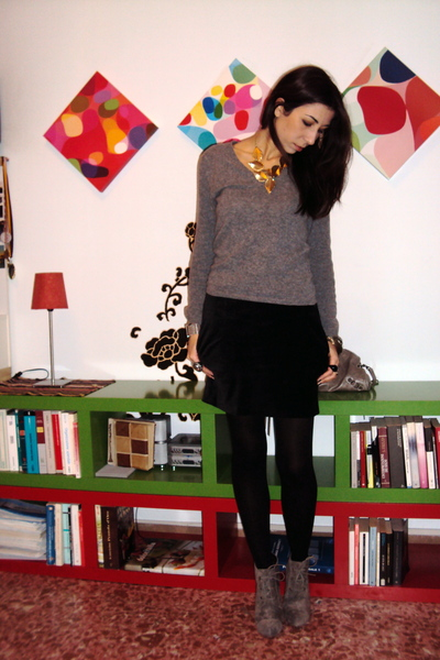 gray Sisley sweater - black H&M skirt - gray asos boots - black Calzedonia tight