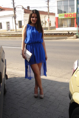 blue dress - beige heels