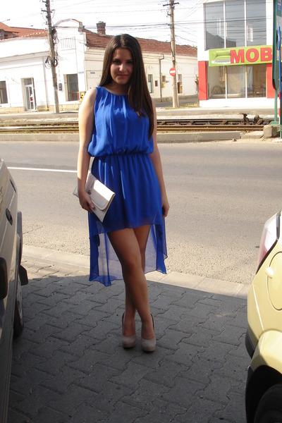 blue dress - beige heels