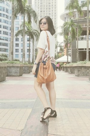 fringe Mustang sandals - bucket Fashion Code 101 bag - altered shorts