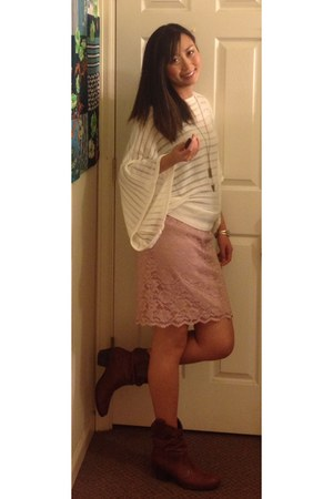 unknown boots - flowy white unknown sweater - lace pink skirt xhiliration skirt