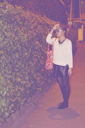 black bloop skirt - red baggu bag - white NIKICIO top - black Mphosis necklace