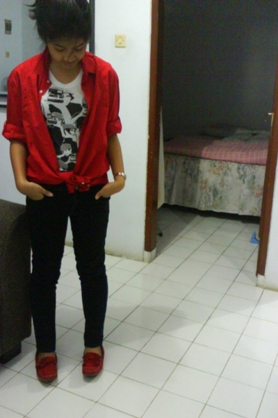 Zara blouse - Zara t-shirt - Mango pants - Andre Valentino shoes