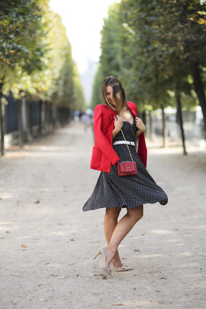 red Mango blazer - asos dress - chain manurina bag - suede Via Maestra pumps