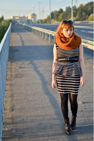 tawny reserved scarf - navy stripes pull&bear dress