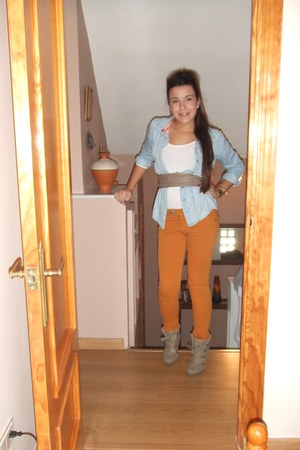 light orange pull&bear pants - dark khaki maripaz boots