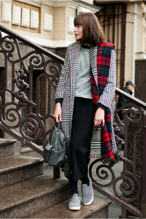 charcoal gray houndstooth zaful coat - crimson tartan Zara scarf