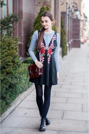 crimson satchel The Leather Satchel Company bag - black lace-up Bershka boots