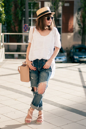 navy ripped Sheinside jeans - straw hat unknown hat - neutral pink Zara bag