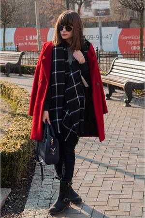 red wool Zara coat - black skinny jeans Bershka jeans