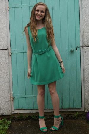 green everyday Oasis dress - green strappy Zara heels