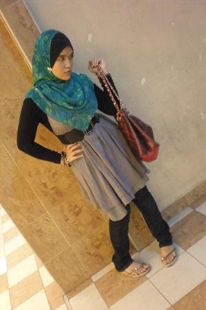 green scarf - black Diesel jeans - gray dress - blue Alba accessories - black be