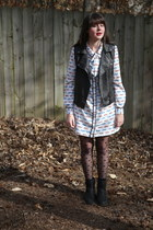 black polka dot Gap tights - black motorcycle Clarks boots