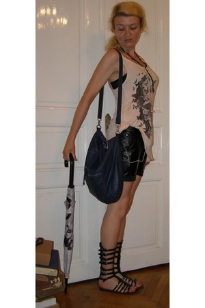 black faux leather shorts - navy faux leather Terranova bag