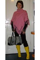 pink sweater - yellow boots - black pants - gray deux hommes purse - black beefr