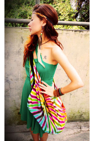 earrings - green venus-cut dress - tie dye bag - bracelet