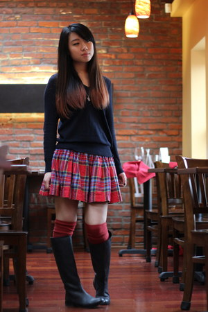 red hco skirt - black UO boots - navy hco sweater - red f21 socks