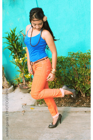 orange jeans - blue top - dark gray H&M pumps