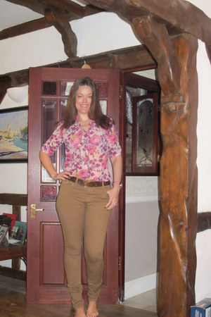 camel Topshop jeans - coral Primark blouse
