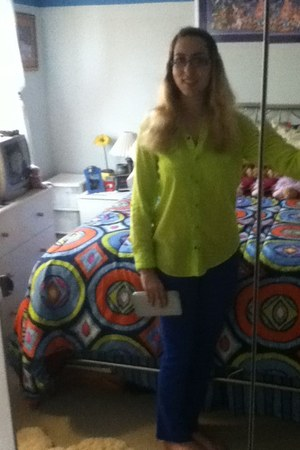green Arizona shirt - blue colored jeans Delias jeans