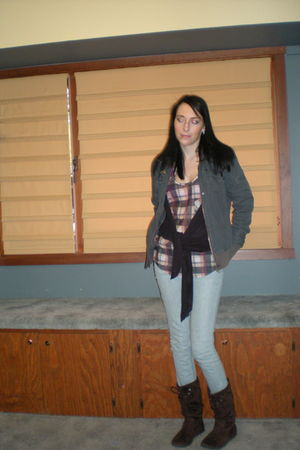 brown Roxy boots - blue jeans - blouse - black volcom cardigan - gray volcom coa