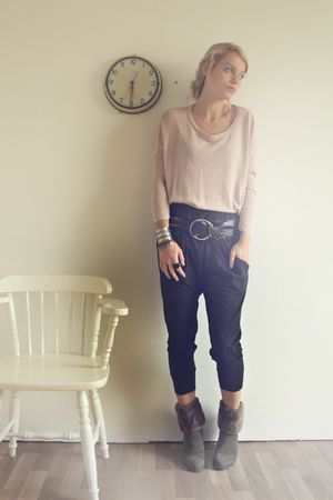 beige H&M sweater - gray EXR pants - brown Vn haren boots