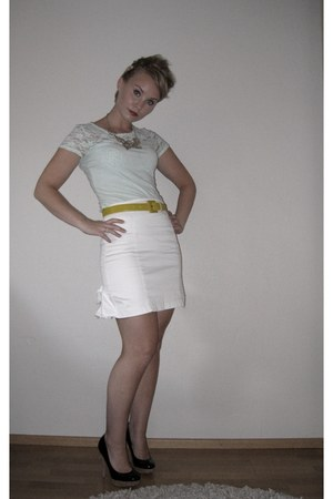 white tail feather GINA TRICOT skirt - light blue H&M shirt - black Guess heels
