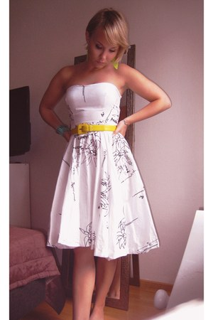 white cotton vintage dress - yellow vintage YSL belt