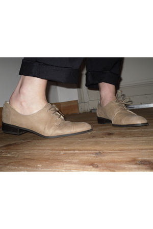 beige Zara shoes