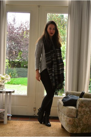 black leather Topshop boots - pieces scarf - black Levis pants