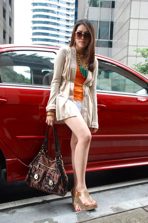 burnt orange franco sarto bag - white Details shorts - carrot orange Tango top