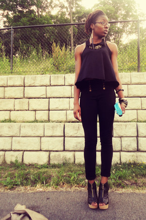 black H&amp;M top - black skinny pants - black wedges